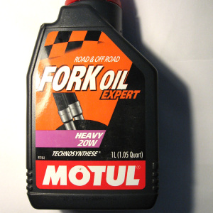motul-motorcycle-fork-oil-heavy-20w-1-litre-for-road-and-off-road-use-6365-p